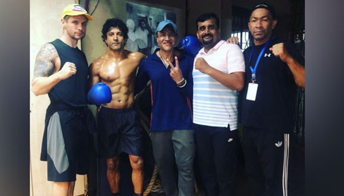 Farhan Akhtar gives a glimpse of his transformation in 'Toofaan'
