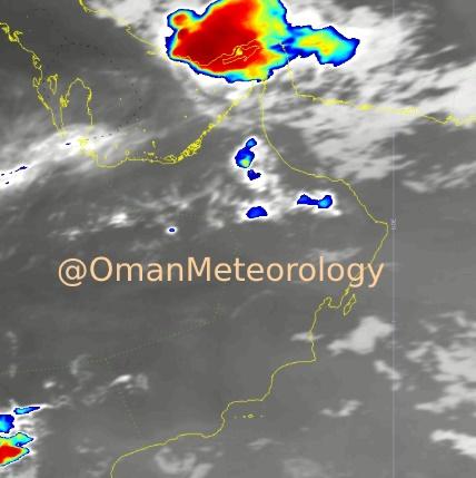 مسندم: هطول أمطار ورياح وتطاير للغبار والأتربة