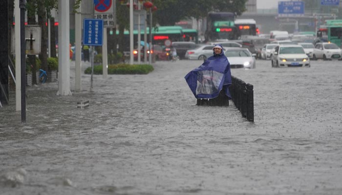 Floods in China claim 12 victims, 200,000 evacuated