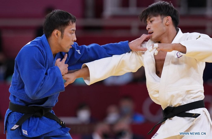 Judoka claims Japan's first gold medal