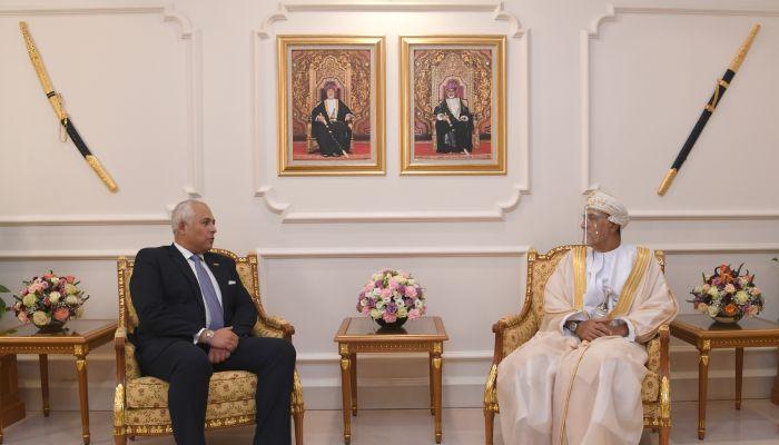نيابة عن جلالة السلطان.. السيد شهاب يودع  سفيري مصر ونيذر لاند