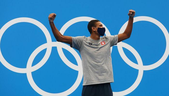 السباح التونسي أحمد الحفناوي يحرز أول ذهبية للعرب في أولمبياد طوكيو