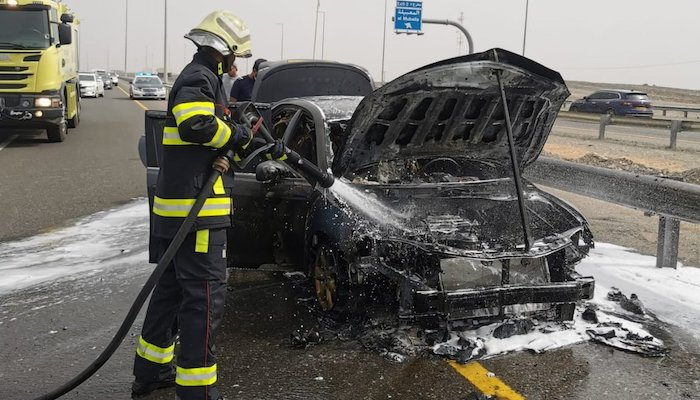 Vehicle catches fire in Seeb; extinguished