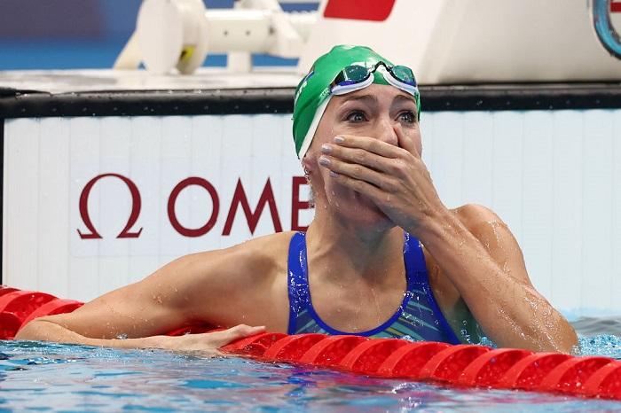 S. African swimmer Schoenmaker breaks world record to win women's 200m breaststroke