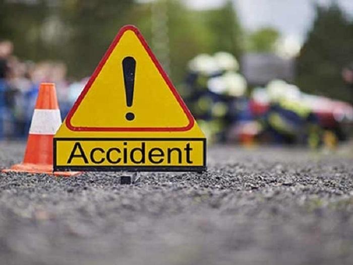 Traffic alert: Multi-vehicle collision on Oman road