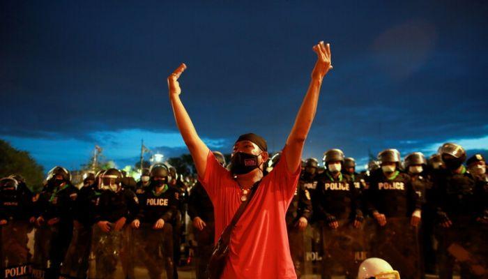 احتجاجات في تايلاند للمطالبة باستقالة رئيس الوزراء بسبب كورونا