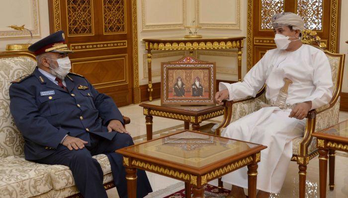 النعماني  يتبادل الأحاديث حول المواضيع الإقليمية مع رئيس أركان القوات المسلحة القطري