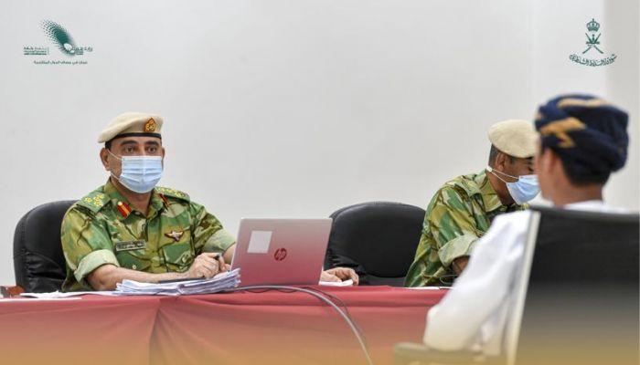 شؤون البلاط السلطاني يجري المقابلات الشخصية للمتقدمين لوظيفة جندي مستجد