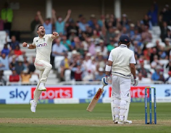 Anderson strikes twice to put hosts in driver's seat