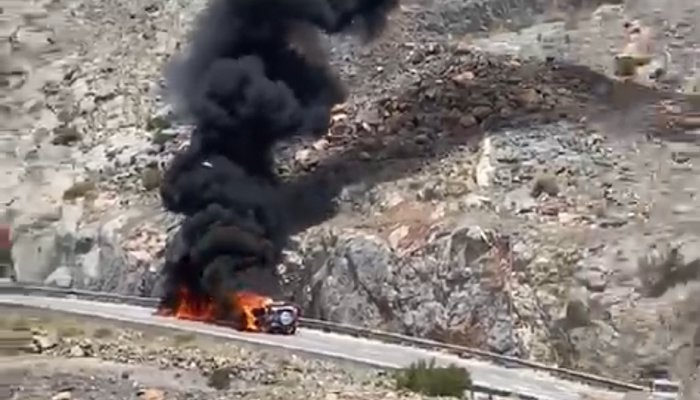 Vehicle fire in Al Dakhiliyah Governorate extinguished