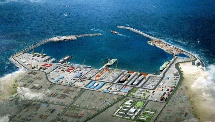 مجهزه لاستقبال أكبر سفن الحاويات في العالم.. إسناد مشروع رافعات الحاويات بميناء الدقم