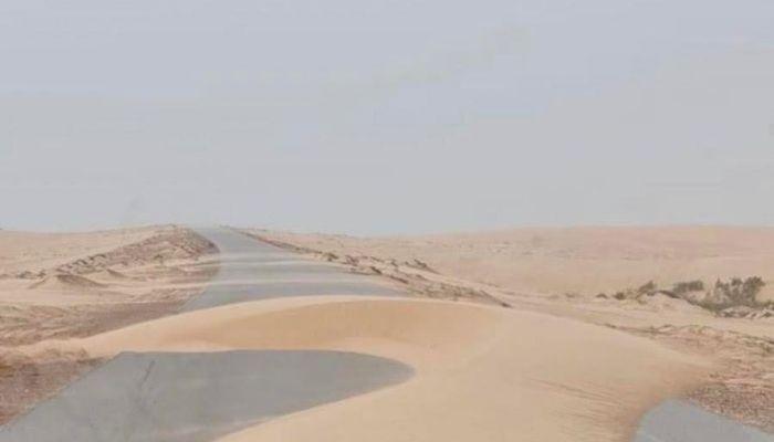 وزارة النقل تعلق على تكدس الكثبان الرملية على بعض طرقات السلطنة
