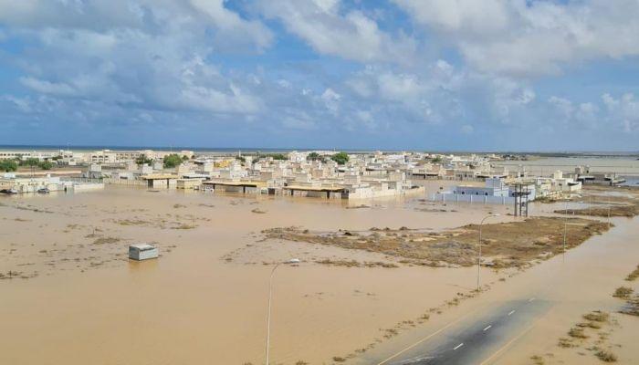 المياه تحاصر مساكن التعويضات في شناص..ووكيل الإسكان يعد الأهالي بدراسة الأضرار