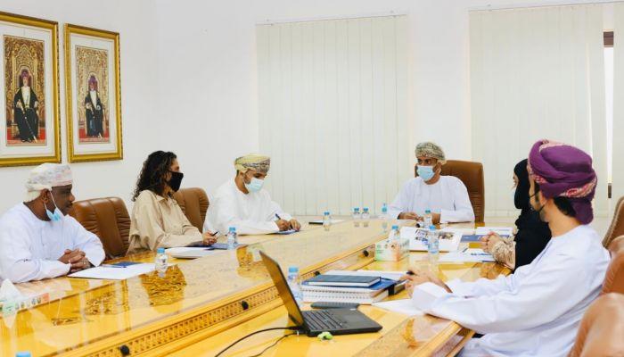 وكيل التراث والسياحة يترأس اجتماع اللجنة الوطنية العمانية للحدائق الجيولوجية
