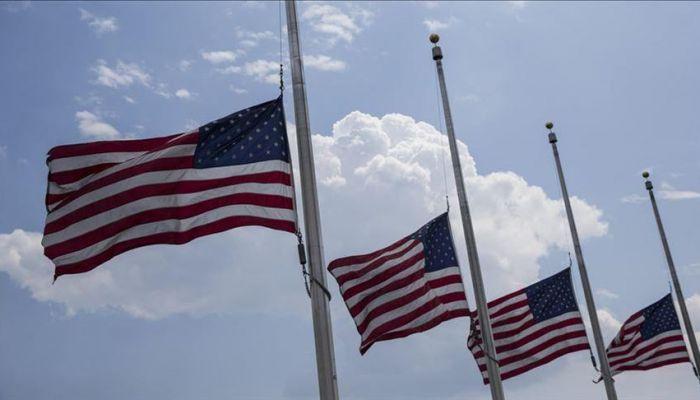 أمريكا تنكس أعلامها حدادًا على جنودها القتلى في هجوم كابل