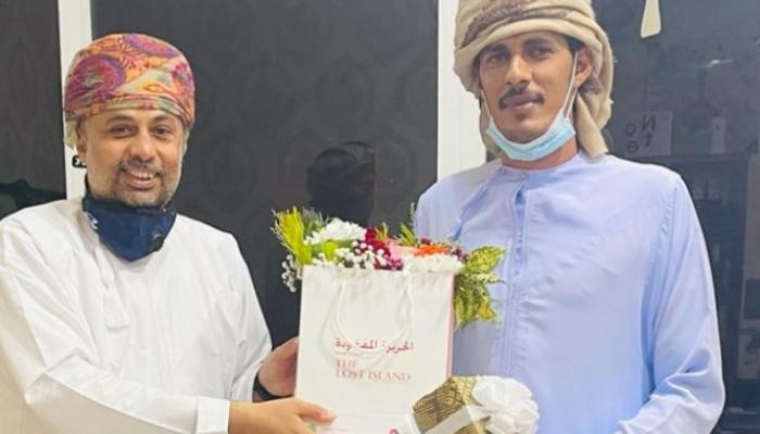 شاب عماني ينقذ فتاتين في حادث مروري شنيع