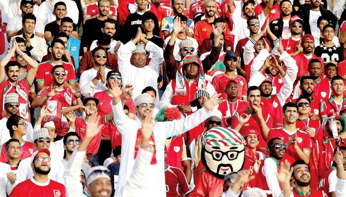 هل سيسمح للجماهير بحضور مباريات تصفيات كأس العالم؟ هذا ما قاله أمين اتحاد كرة القدم