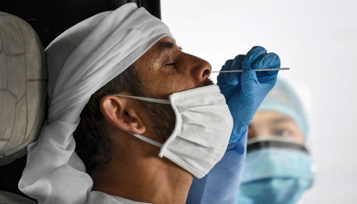 الإمارات تسجل 3 وفيات و833 إصابة جديدة بكورونا