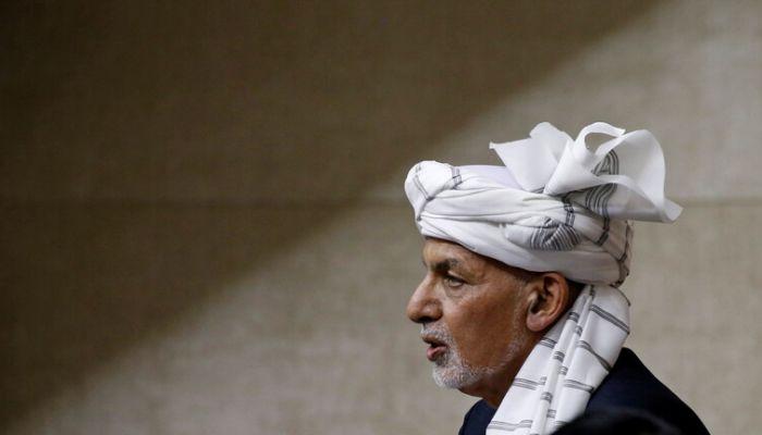 أشرف غني يعتذر  عن قراره مغادرة أفغانستان