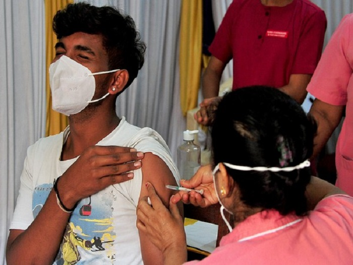 India logs 33,376 new COVID-19 cases