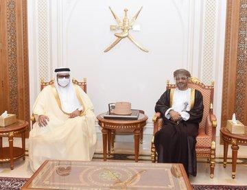 وزير الخارجية  البحريني  يصل إلى السلطنة