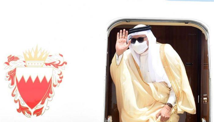 وزير الخارجية البحريني يغادر السلطنة