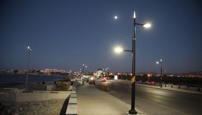 بلدية مسقط تواصل مشروع استبدال إنارة الشوارع بالإنارة الموفرة للطاقة LED