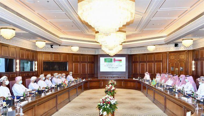 فريق من اللجنة الأمنية العليا المشتركة بين السلطنة و السعودية يزور منفذ الربع الخالي