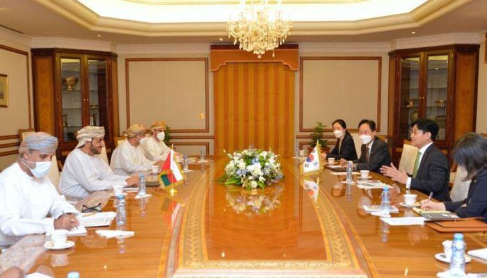 جلسة مباحثات رسمية بين السلطنة وجمهورية كوريا
