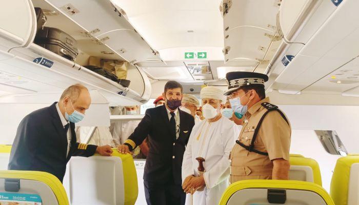 محافظ ظفار يدشن طائرة A321 الأول من نوعها على مستوى السلطنة التابعة لطيران السلام
