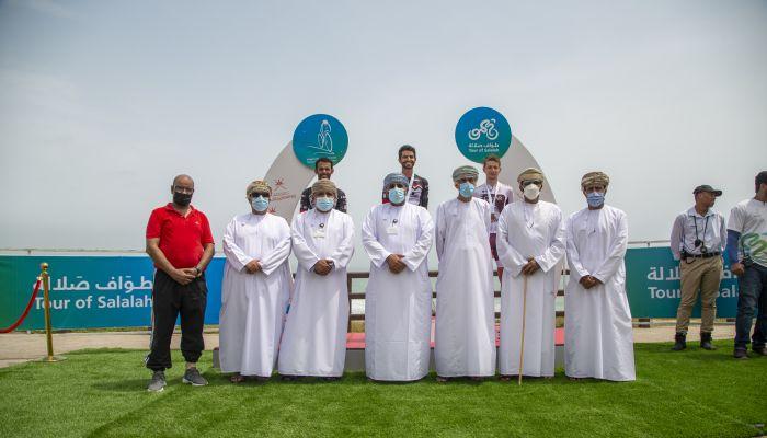 المنتخب الاماراتي يتوج بالمرحلة الثانية لطواف صلالة للدراجات الهوائية