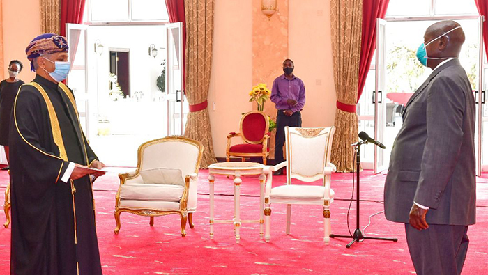 President of  Uganda receives credentials of Oman's envoy