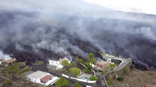 الحمم البركانية تدمر نحو 100 منزل في  جزيرة  إسبانية