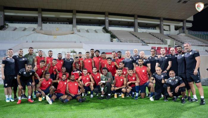 بعثة المنتخب الوطني الأول لكرة القدم تغادر إلى الدوحة