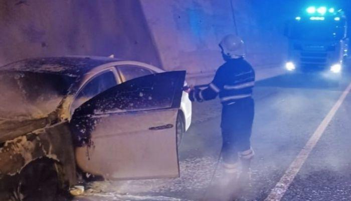 حريق بسيارة في وادي العق دون تسجيل إصابات