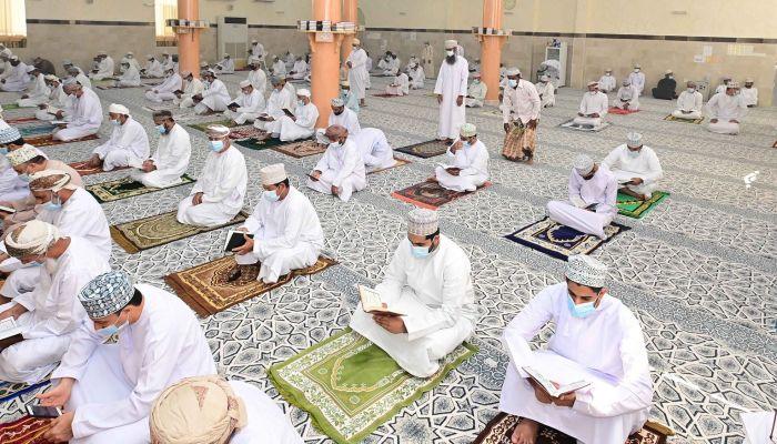 جوامع السلطنة تستقبل المصلين لصلاة الجمعة بعد انقطاع 80 أسبوعًا
