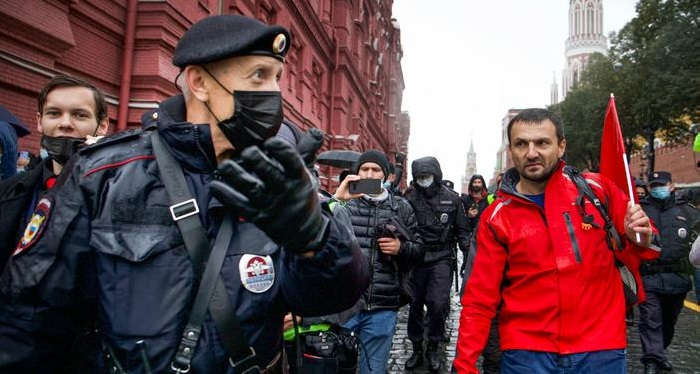 Hundreds protest in Moscow over election result
