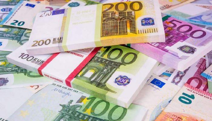 اليورو ينخفض إلى دون مستوى 85 روبلا للمرة الأولى منذ يوليو 2020