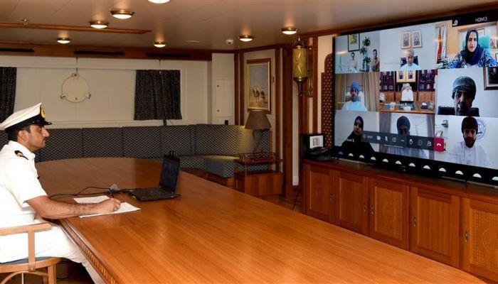 البحرية السلطانية تشارك في الندوة الوطنية حول التجربة الثقافية العُمانية