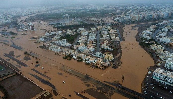 Officials visit cyclone-hit areas to provide financial aid in Oman