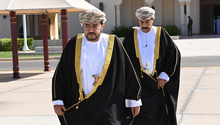 HH Sayyid Fatik leaves for Bahrain to convey His Majesty's written message