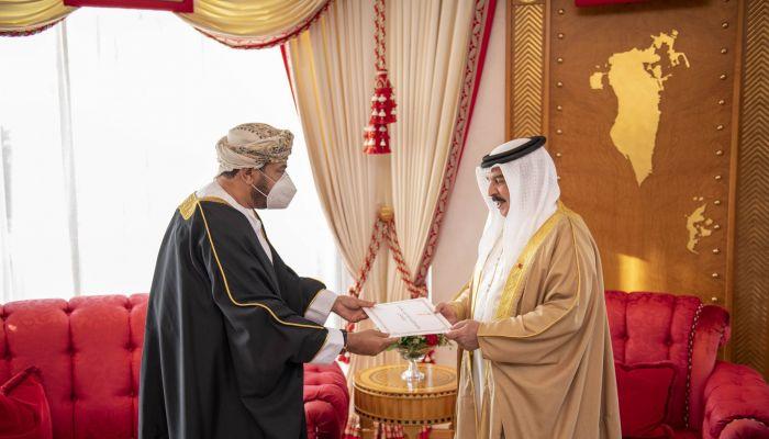 جلالة السلطان يبعث برسالة خطية لملك البحرين
