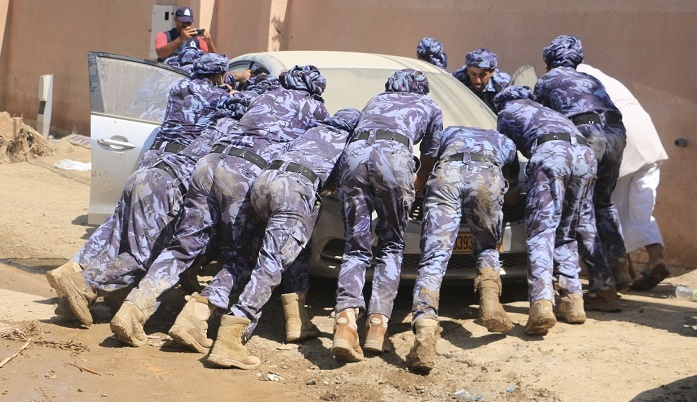 North Batinah clean-up accelerates further as Nizwa ROP personnel join effort
