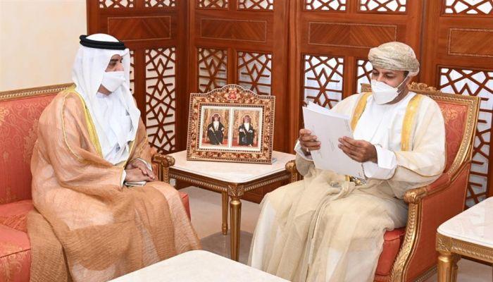 وزير الداخلية يتسلم رسالة خطية من نظيره الإماراتي