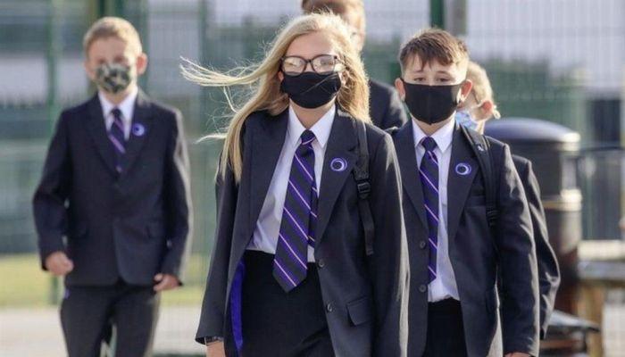دراسة: ارتفاع إصابات كورونا بين الأطفال بعد عودة الدراسة في بريطانيا